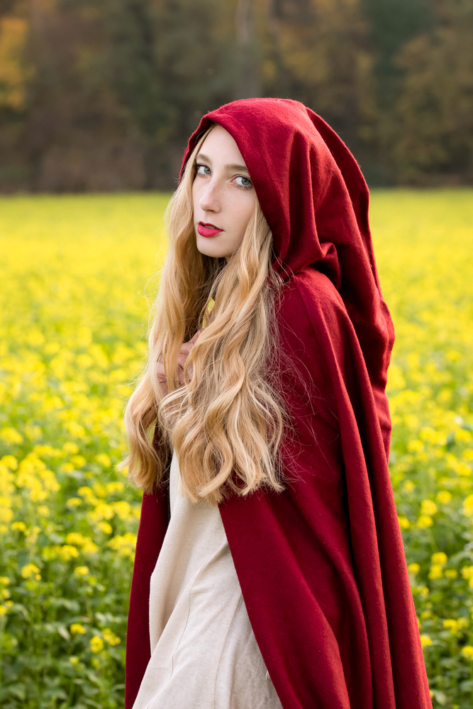 Wool cape with border and brooch Daniel Red