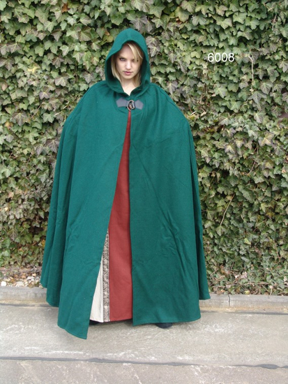 Wool cape with wolfs clasp Tjark Green