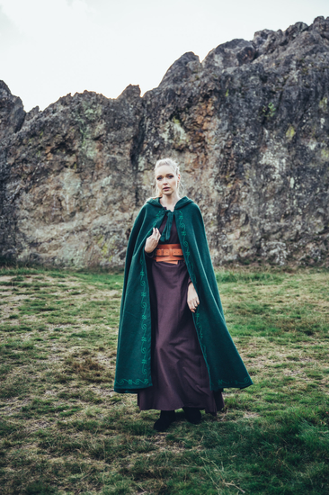 Wool cape with embroidery Alma Green