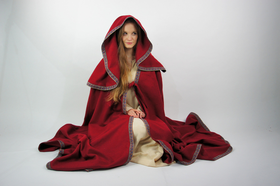 Cape with big hood Theresa Red