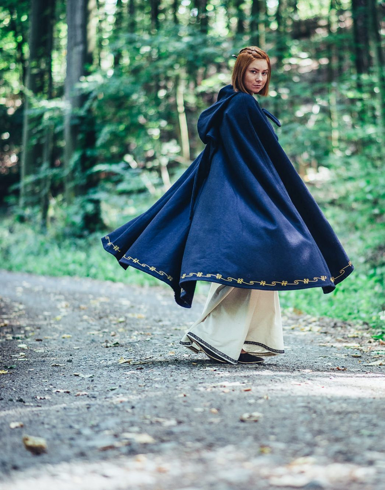 Wool cape Ásidís with hand embroidery blue