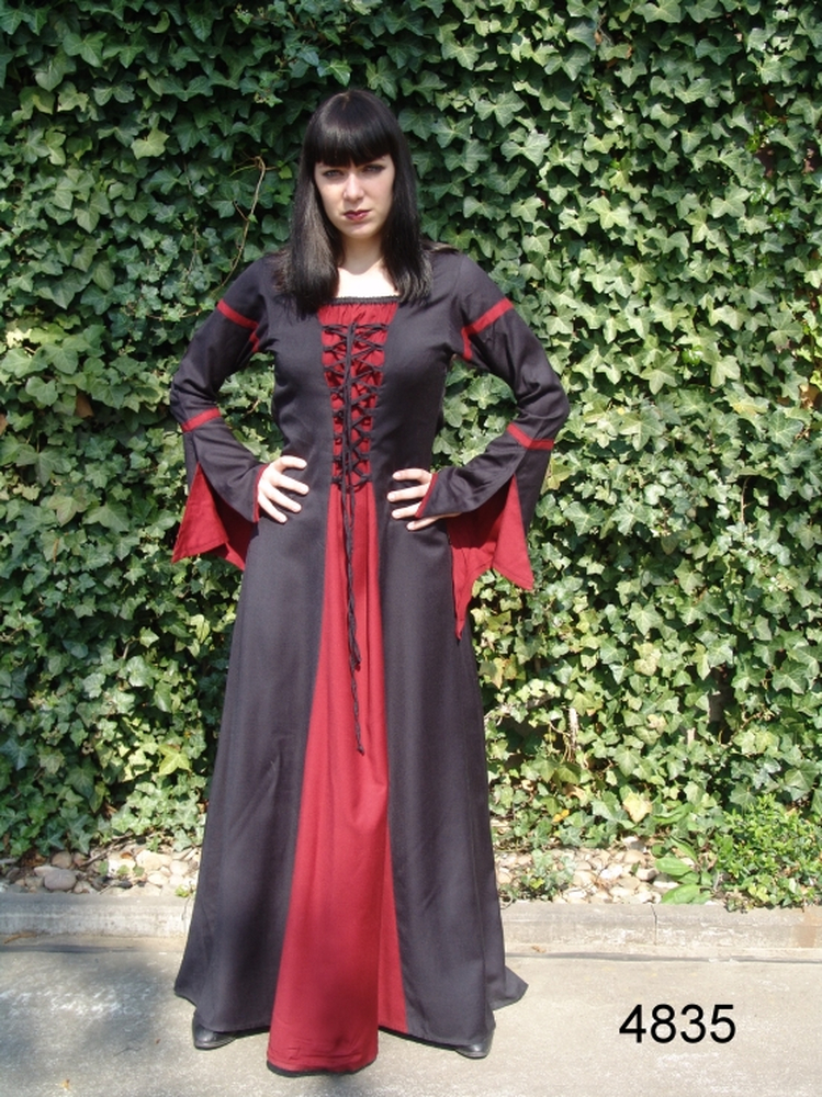 Viscose dress with trumpet sleeves Berblin black/Red