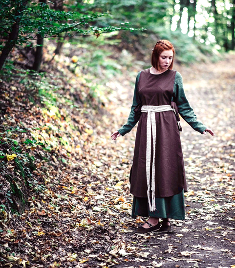 Medieval dress Magdalena Brown